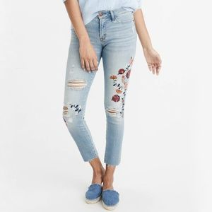 Low Rise Ripped Light Wash Embroidery Ankle Jeans
